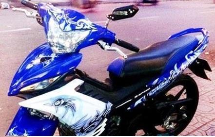 dán decal xe máy có bị phạt không
